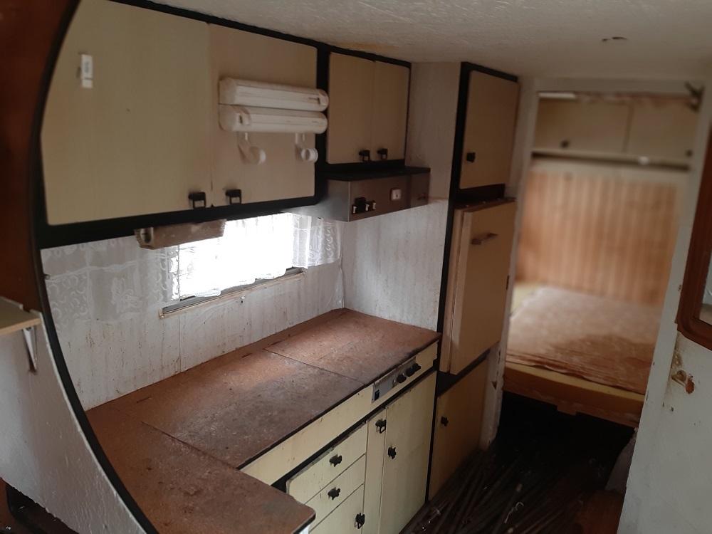 Foto karavan bez kol