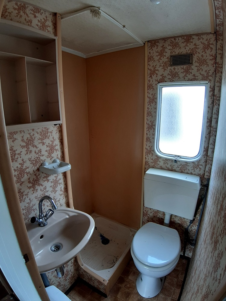 Foto Zajda - starší mobilheim bez vybavení se sprchou